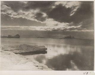 Icebergs (by Herbert Ponting)