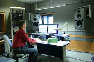 Nigel_Bewley_working_in_the_sound_studios