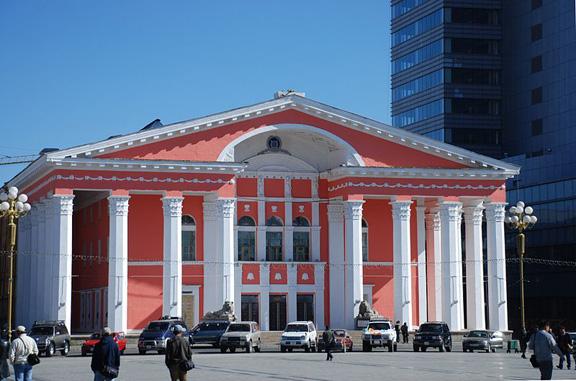 800px-Opera_house_Ulan_Bator_3103523806_e339241503_o