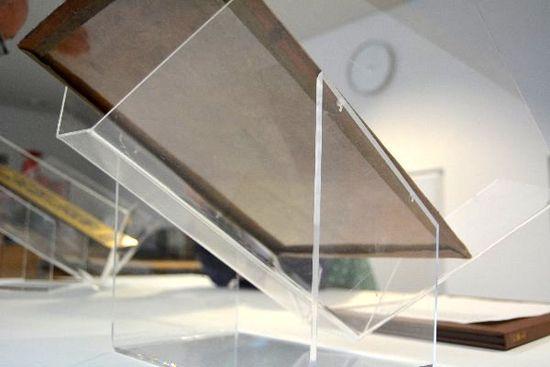 Transparent mounting