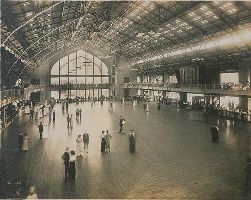 Dancing_pavilion_at_Bo-Lo,_Bois_Blanc_Island,_Detroit_River_(HS85-10-28621)