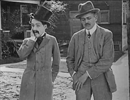 Chaplin_Making_a_Living_2