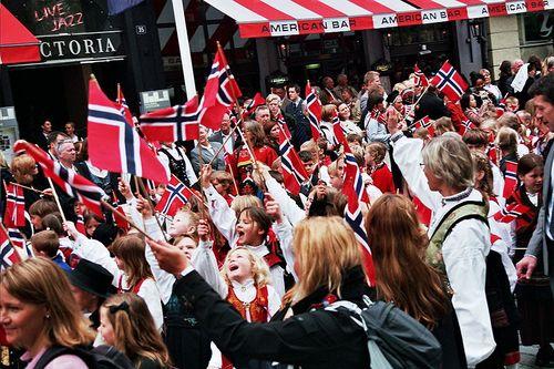800px-Oslo_17_mai_2010