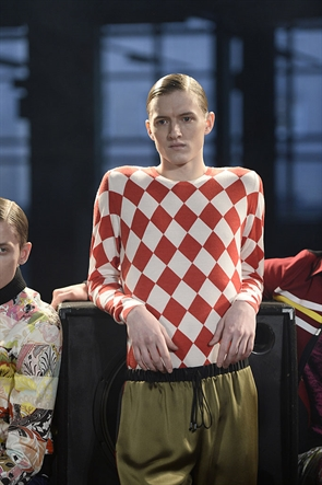 Jonathan Saunders_LCM14_Red sweater