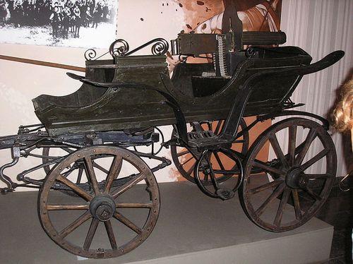 800px-Tachanka_in_Huliaipole_Museum