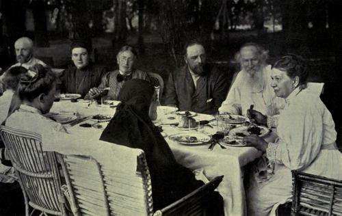 Tolstoy_family_circle_at_Yasnaya_Polyana