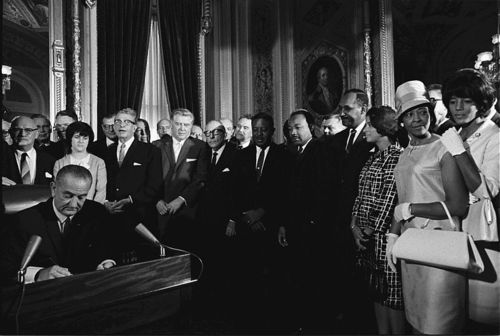 800px-LyndonJohnson_signs_Voting_Rights_Act_of_1965
